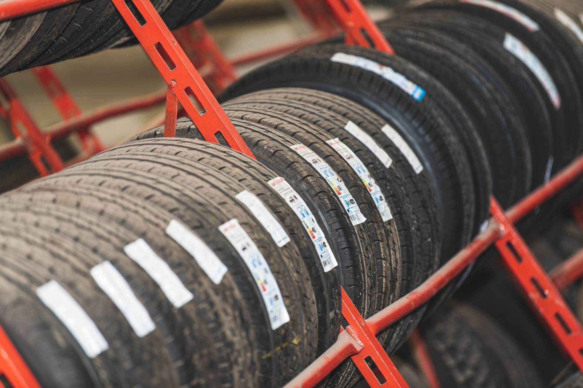 We stock a wide range of tyres for all types of commercial, plant, agricultural to suit your driving needs and budget.